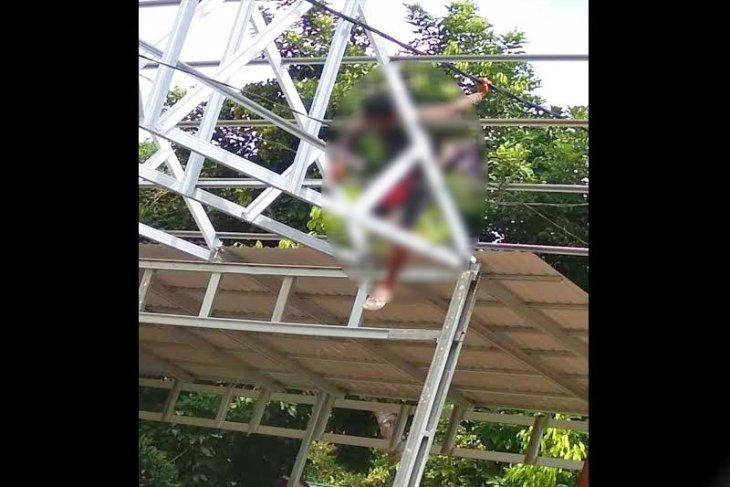 Tukang renovasi Gereja GKE tewas tersengat listrik