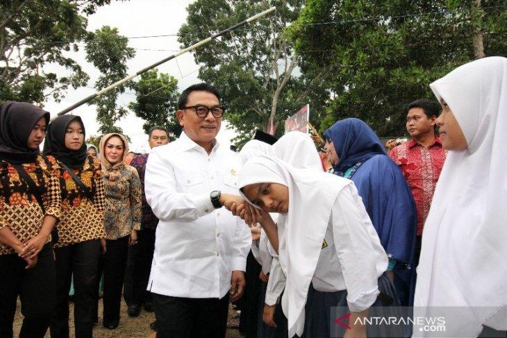 Peletakan batu pertama monumen Jenderal Abdul Haris Nasution oleh Moeldoko di Madina