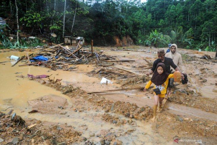 Kerugian akibat banjir bandang  di LebakRp16,8 miliar