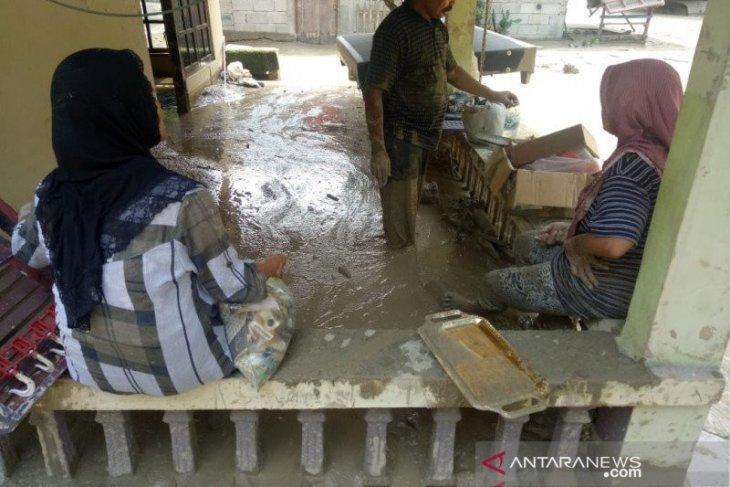Banjir bandang akibatkan 104 rumah warga di Melawi Kalbar terdampak