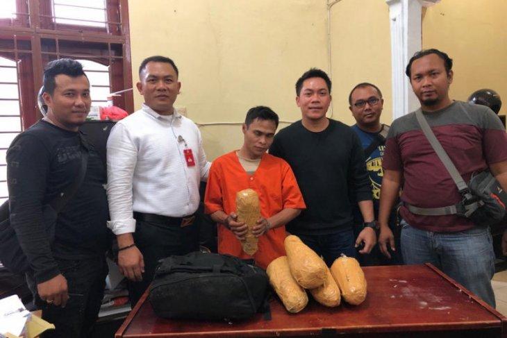 Polres Langkat tangkap tukang bangunan warga Labuhanbatu Utara bawa ganja