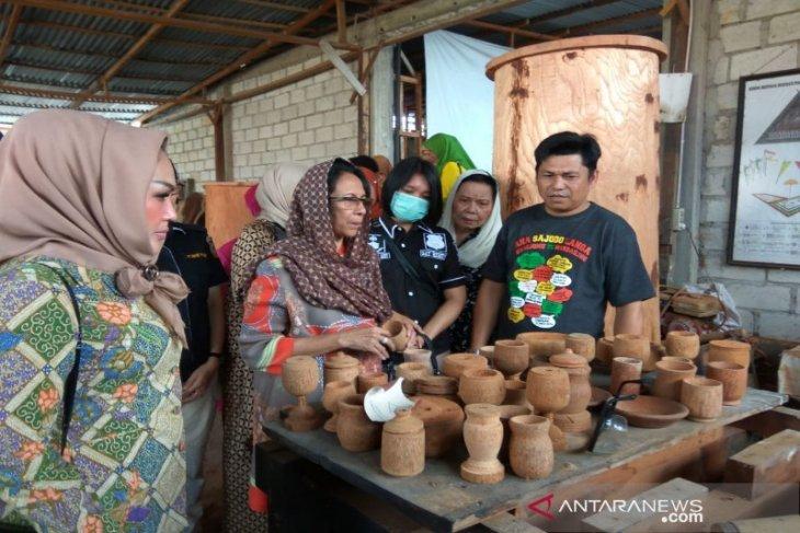 Istri Moeldoko kunjungi Kampoeng Kaos