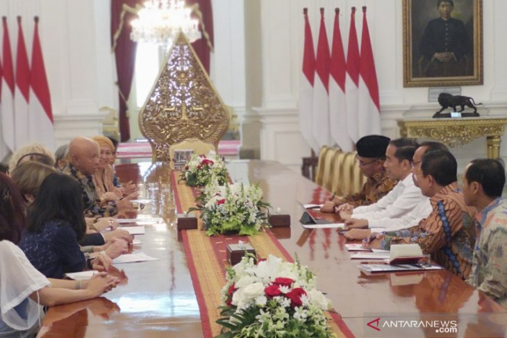 President welcomes World Stop TBC Action delegation at Merdeka Palace
