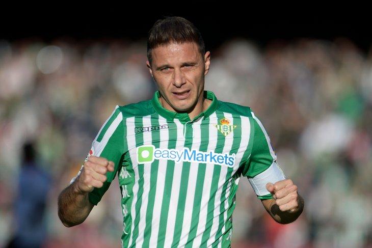 Penyerang Real Betis Joaquin butuhkan waktu 20 menit jadi pencetak trigol tertua di La Liga