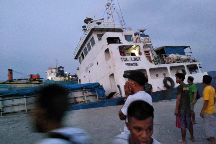 Di Lembata NTT, kapal tol laut bermuatan semen tenggelam