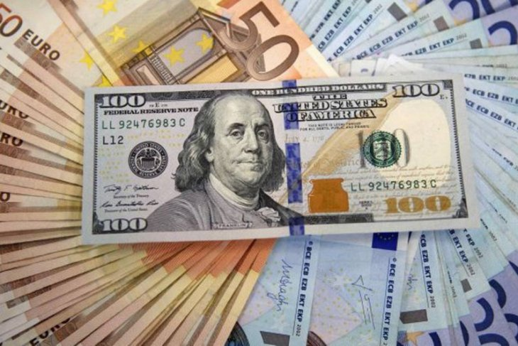Dolar AS tergelincir karena sentimen risiko pasar meningkat