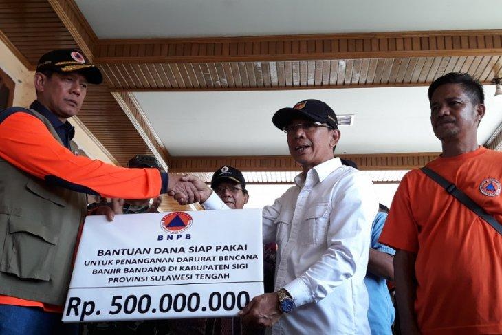 BNPB disburses Rp500 million in aid for Sigi flood victims