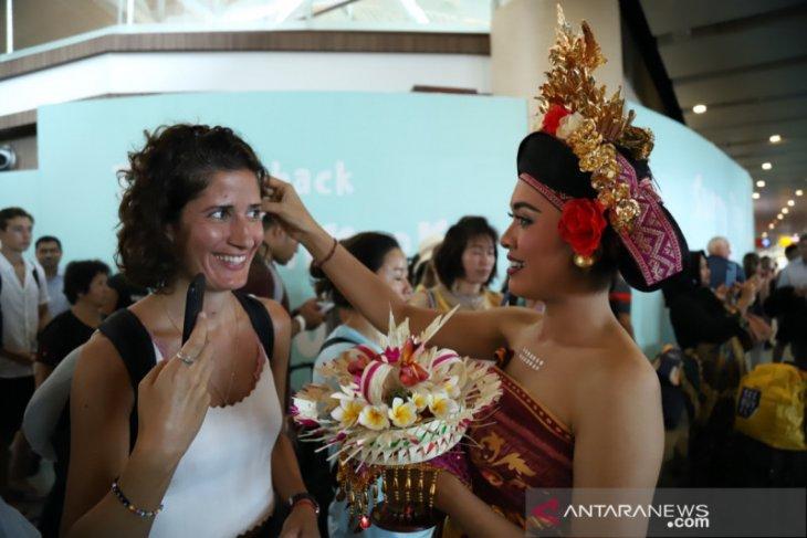 Untuk wisatawan, Bandara Ngurah Rai suguhkan seni tradisional Bali