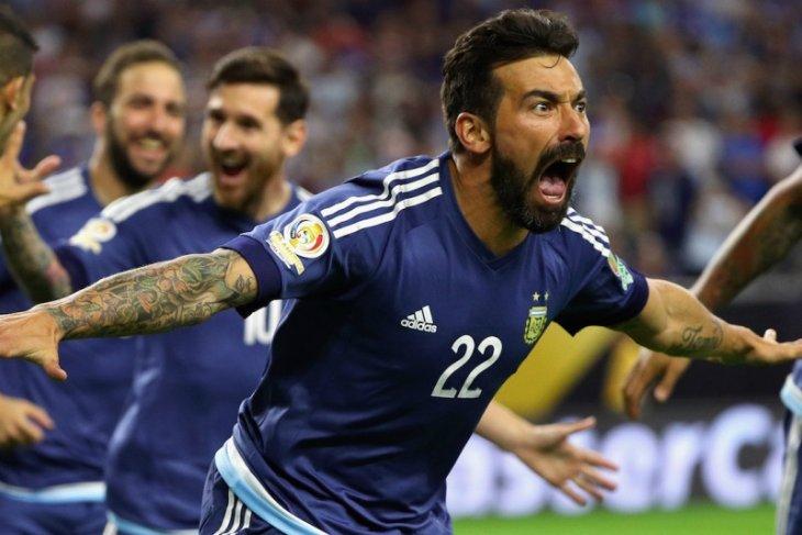Mantan pemain PSG dan Napoli Ezequiel Lavezzi umumkan pensiun