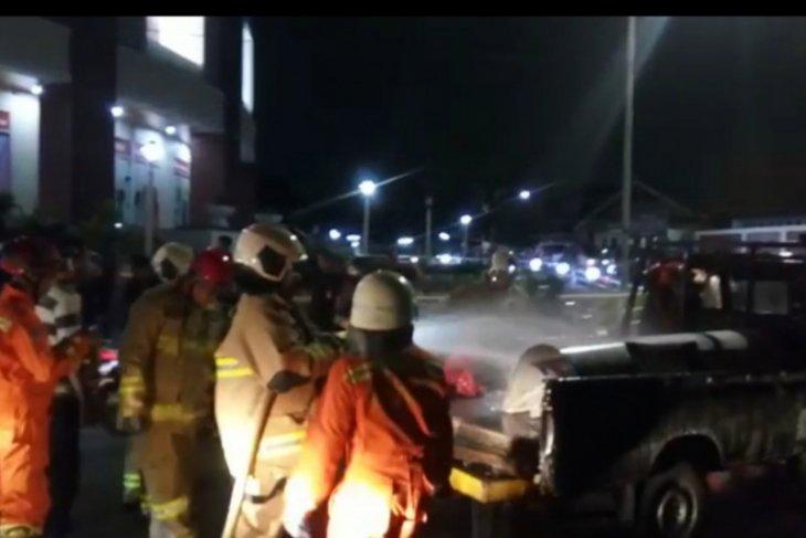 Kendaraan pengangkut bensin terbakar di Pasar Rebo Jakarta Timur