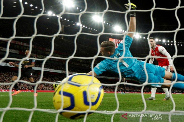 Pemain Manchester City  Raheem Sterling ogah dibarter dengan Kane