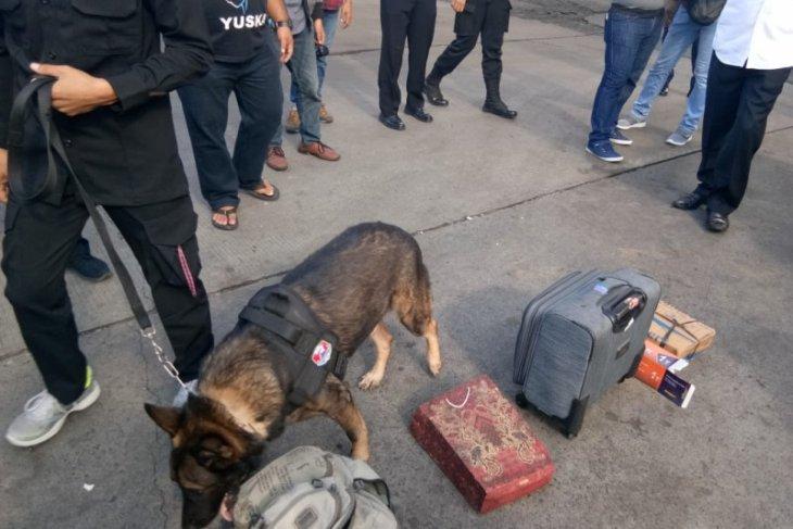 Polda Banten razia penumpang kapal di Merak