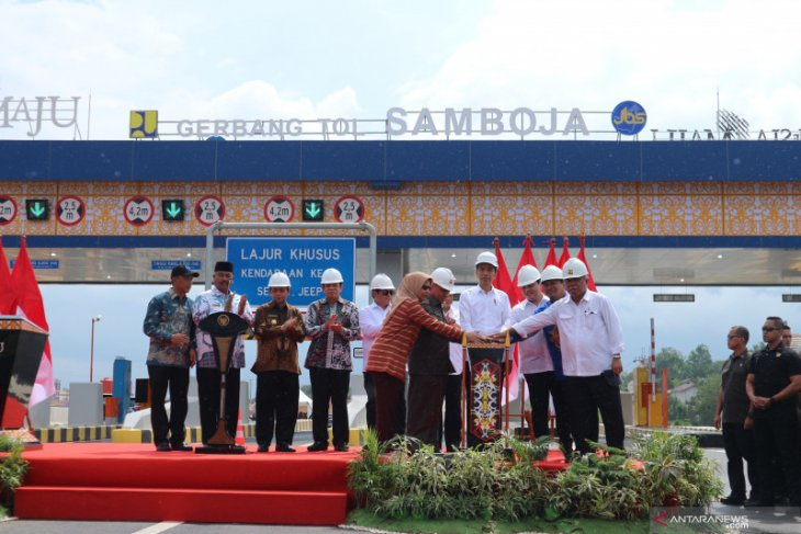 Jokowi launches Kalimantan's first ever toll road