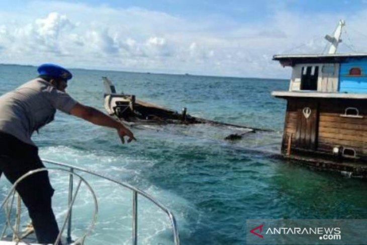 Kapal pengangkut tabung elpiji 3 kilogram tenggelam