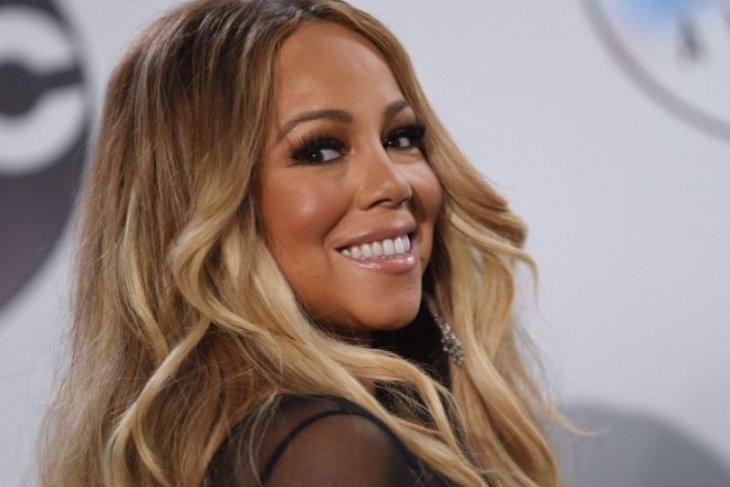 Mariah Carey akan kolaborasi dengan Ariana Grande untuk acara Natal
