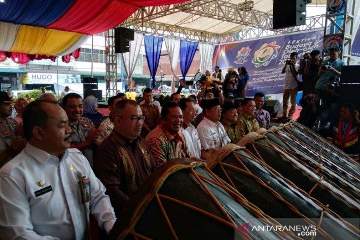 Wali Kota Padangsidimpuan resmi buka Featival Budaya Oleh-Oleh Tabagsel
