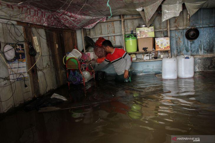 Riau's flash floods, landslide claim six lives