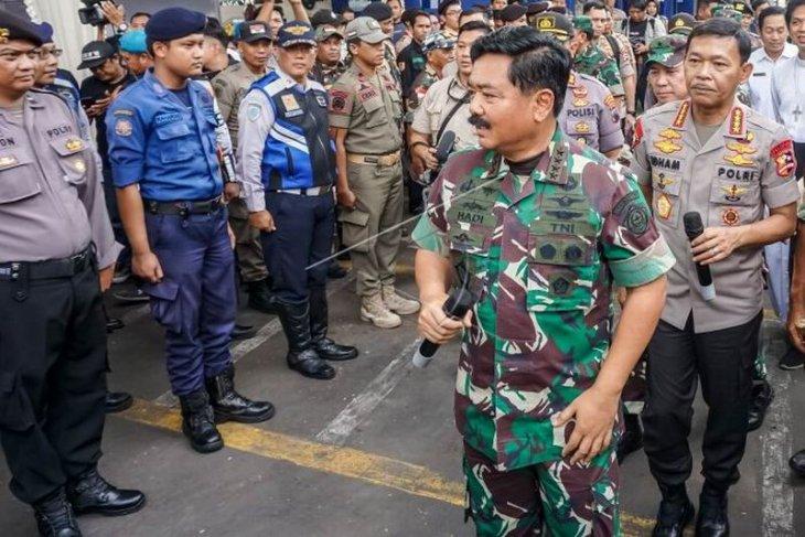 Panglima TNI dan Kapolri  tinjau pos pengamanan Natal