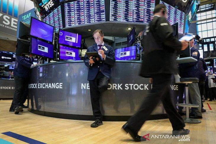 Wall Street tumbang karena wabah virus corona memicu kekhawatiran ekonomi