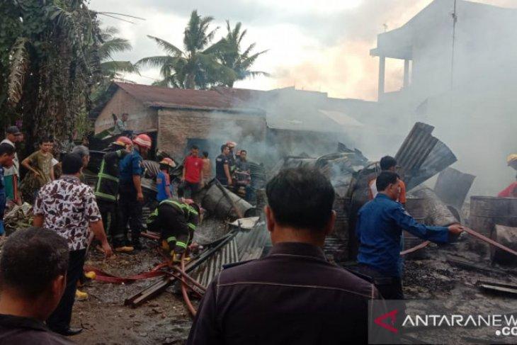 Gudang penyimpanan barang di Medan terbakar