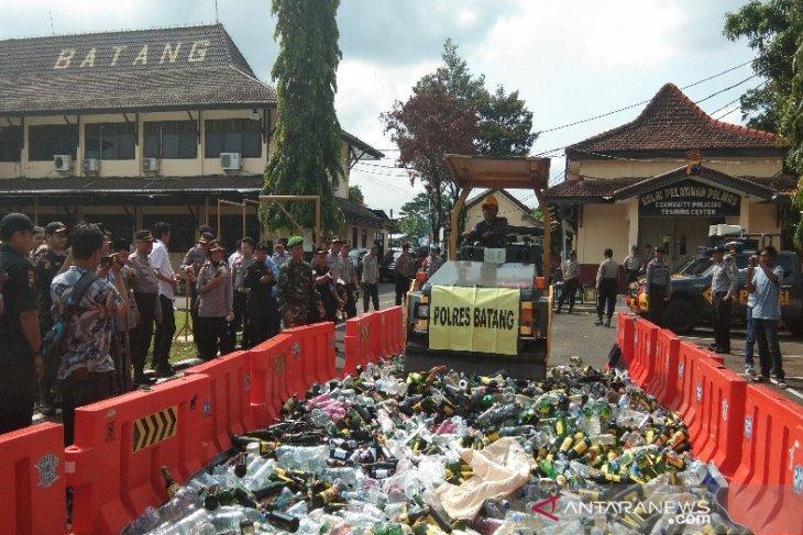 Polres Batang Jateng musnahkan 5.538 botol beralkohol