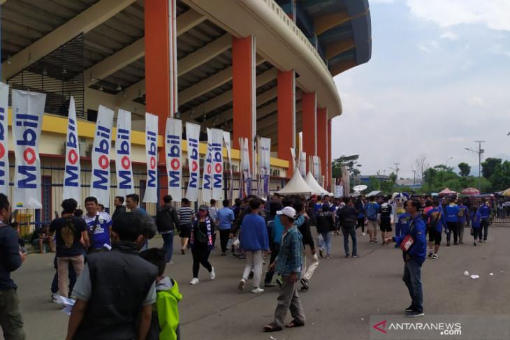 Bobotoh penuhi stadion sambut laga terakhir Hariono