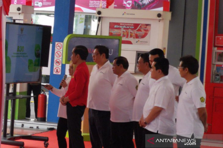 Jokowi officially launches B30 program at gas station in Jakarta