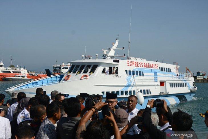 Pengunjung dan petugas adu mulut, kartu elektronik tidak bisa digunakan di Pelabuhan Ulee Lheue