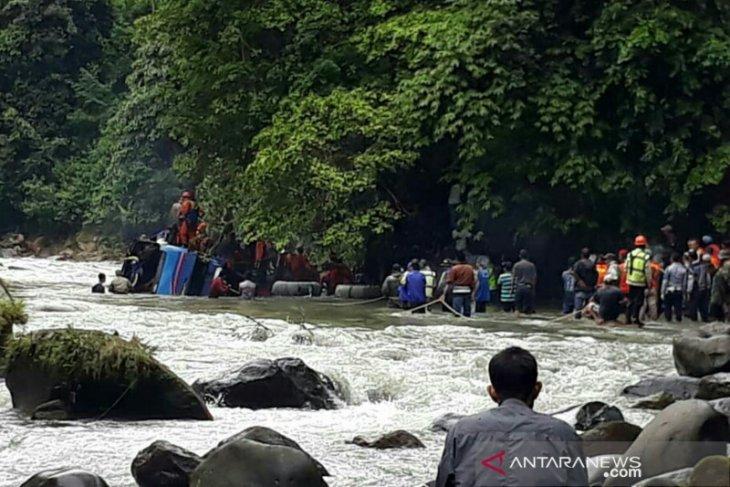 Seven dead passengers of South Sumatra's bus crash identified