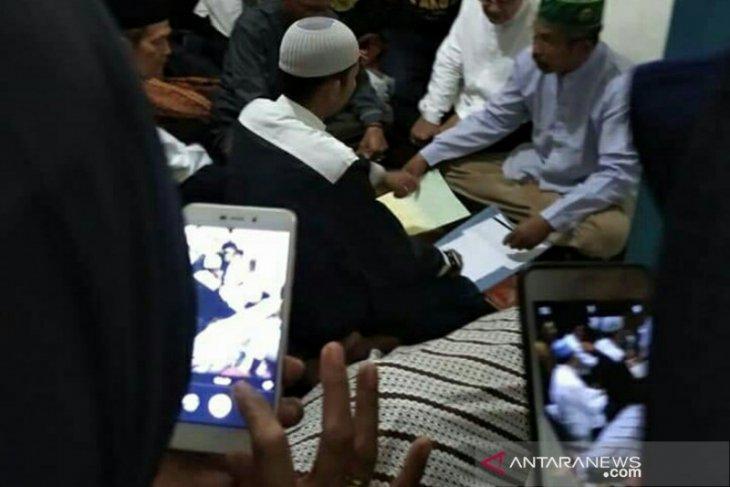 Anak perempuan korban Bus Sriwijaya menikah di depan jenazah ayahnya