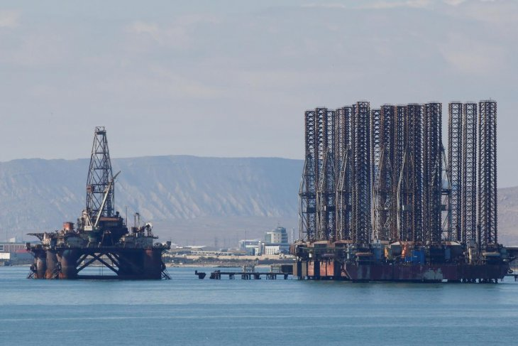 Virus China menyebar, harga minyak merosot