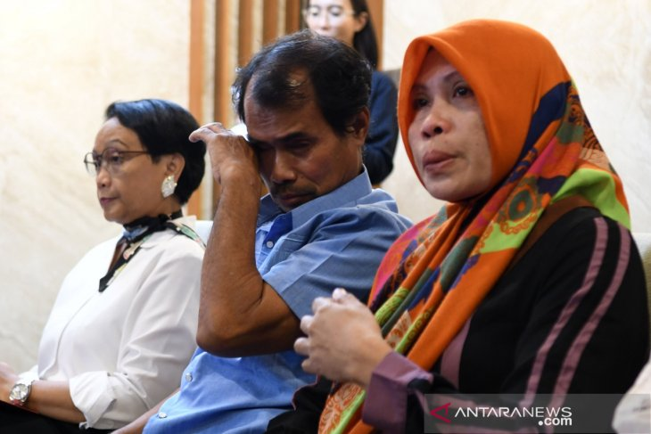 Two Indonesians held hostage by Abu Sayyaf return home