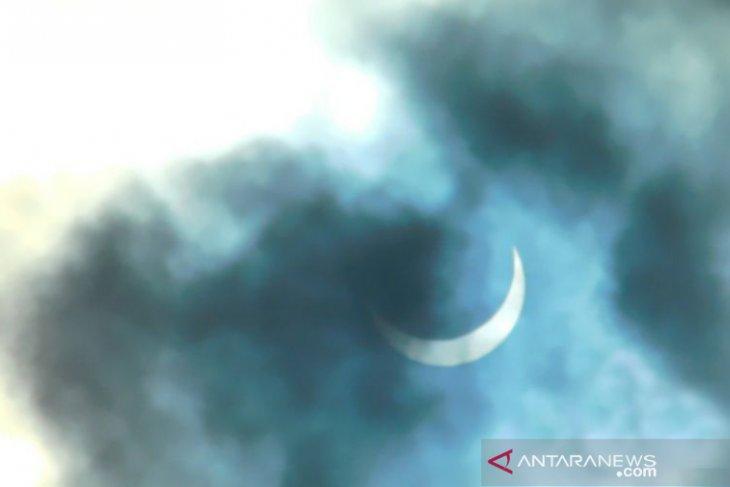 Warga Toboali antusias melihat gerhana matahari cincin