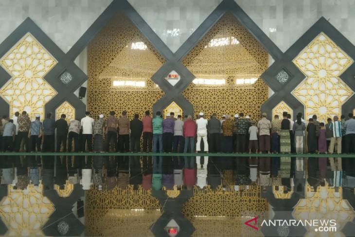 PNS Pemkab Bogor sholat gerhana matahari berjamaah