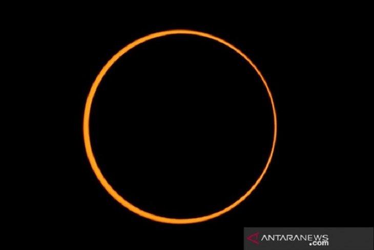 Fenomena gerhana matahari cincin terlihat sempurna di Simeulue