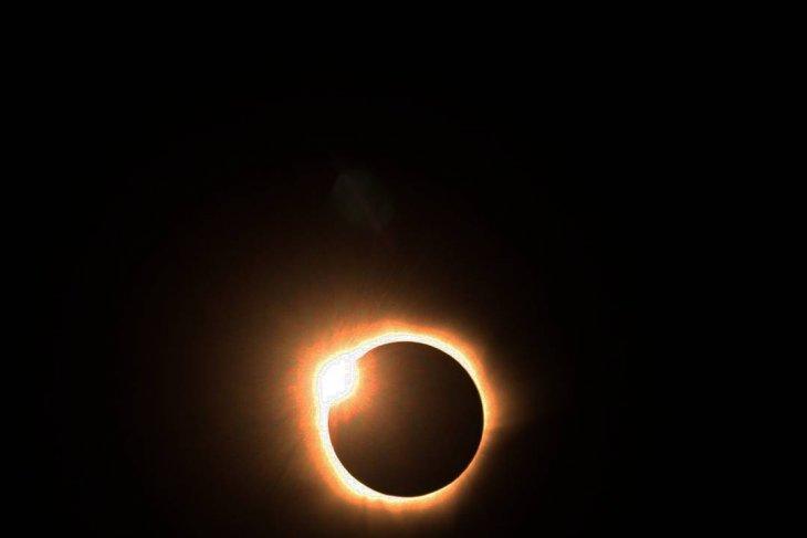Gerhana Matahari cincin, warga Shalat Kusuf