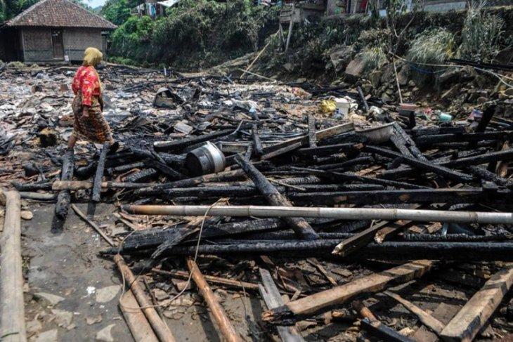 Pemkab Lebak bantu rehabilitasi pembangunan 14 rumah korban kebakaran