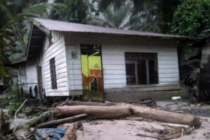 Banjir bandang landa Sibiru-biru Sumut