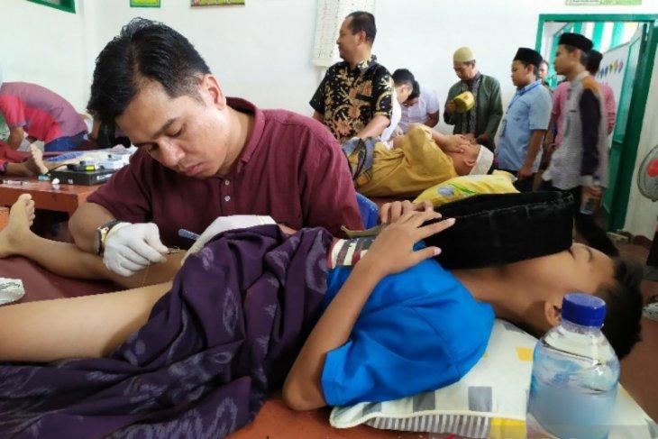 Alumni Madrasah Nurul Islam Pematangsiantar gelar khitan massal