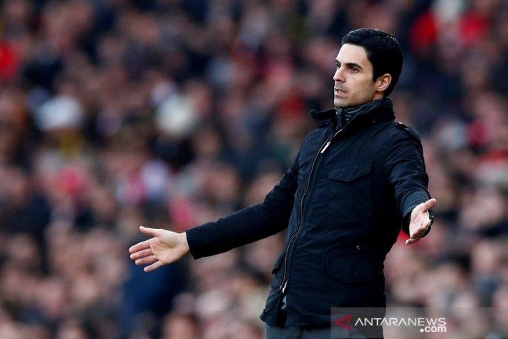 Liga Inggris - Manajer Arsenal Arteta bantah dekati John Stone dan Franck Kessie