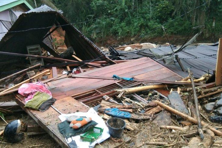 Polres Labuhanbatu dikerahkan bantu bersihkan puing di lokasi banjir