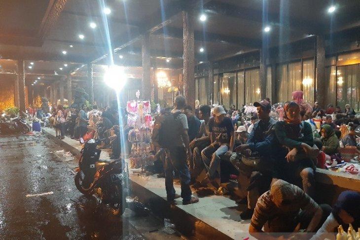 TMII Jakarta diguyur hujan pada malam Tahun Baru 2020