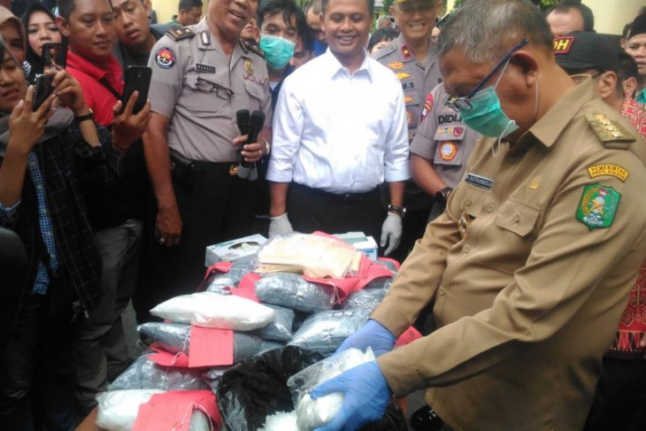 Polda Kalbar musnahkan 30,65 Kg sabu dan 113,92 gram NPS