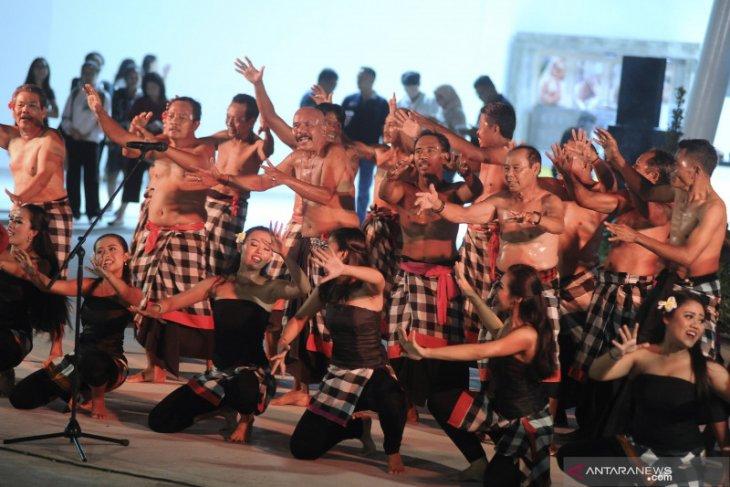 Balinese Kecak dancers artfully disseminate information on COVID-19