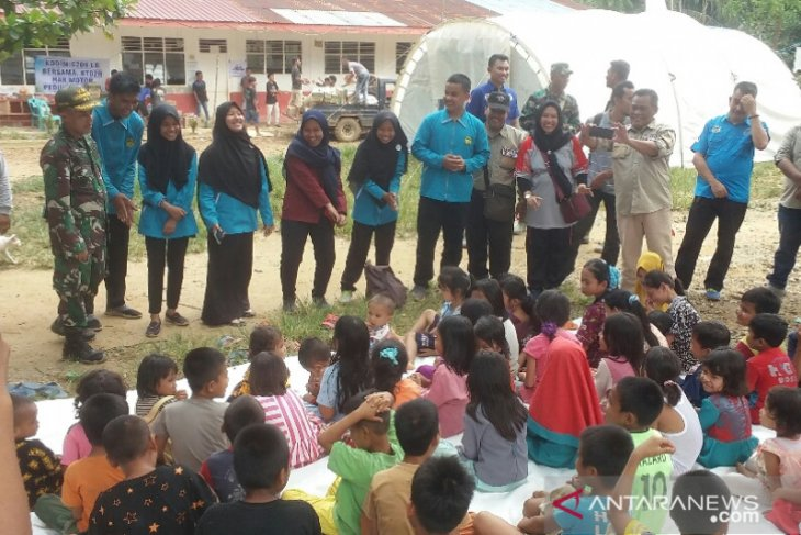 KPAD dan Dinas PPPA kunjungi dan hibur anak korban banjir bandang