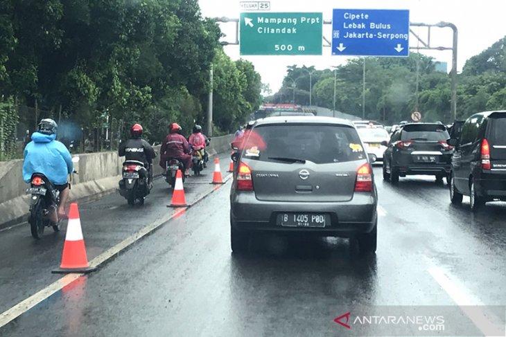 Karena banjir, ganjil-genap tidak berlaku di Jakarta