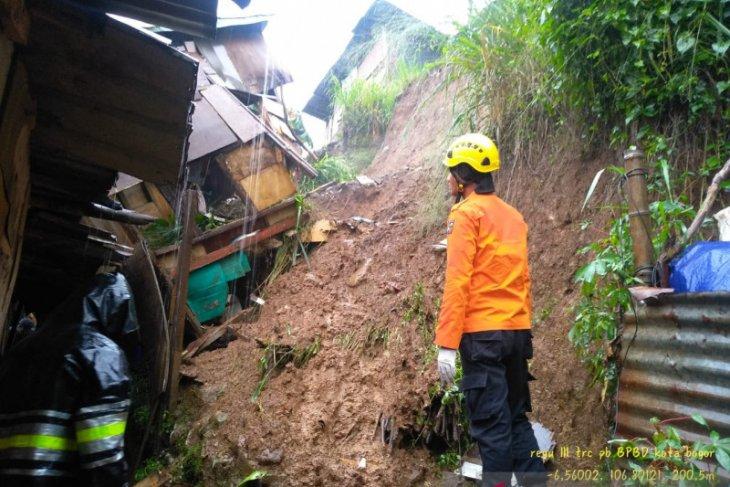 Satu  meninggal dunia akibat tanah longsor di Bogor