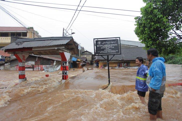 Jakarta's seven gas stations halt operations following flooding
