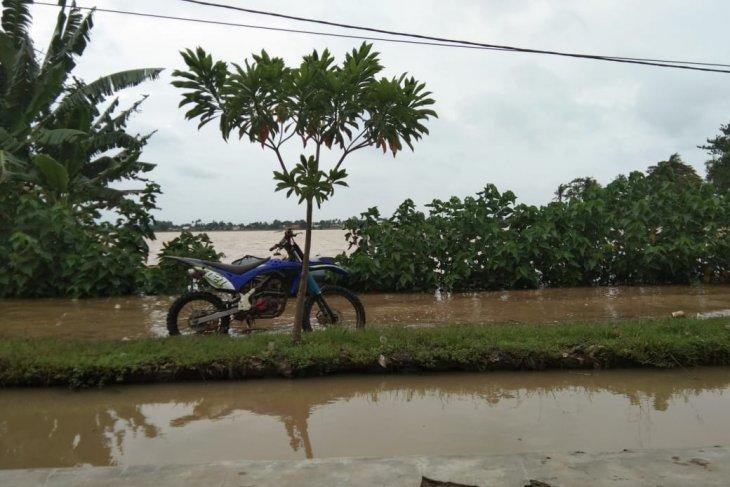 Banjir landa sejumlah daerah di Karawang