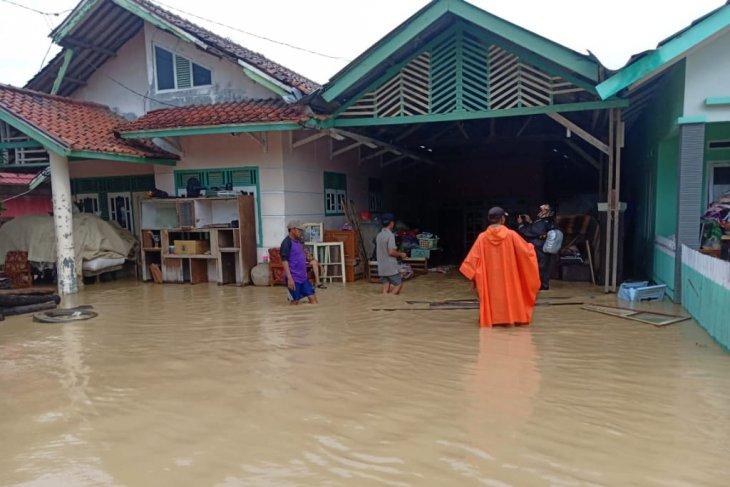 Banjir landa empat kecamatan di Karawang